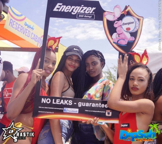 Energizer girls holding frame while girls with braids pose